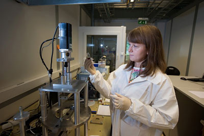 PhD student Triinu Taaber working in the laboratory of physics of nanostructures