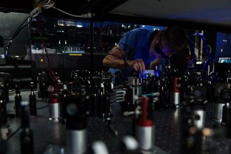 Alexander Ulanov in the Laboratory of quantum optics in RQC