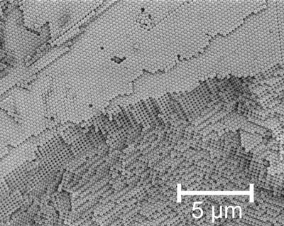 An electron microscope image displaying the regular nanostructure of a photonic crystal