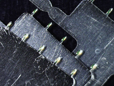 Stainless steel microneedles coated with a model fluorescent vaccine.