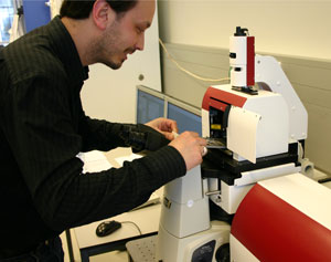 Dr Remus Dame of Leiden University uses his newly acquired NanoTracker optical tweezers system from JPK Instruments.