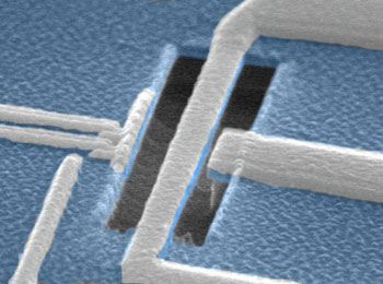 Scanning electron micrograph of a superconducting qubit in close proximity to a nanomechanical resonator