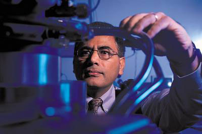 This is UAB physics Professor Yogesh Vohra, Ph.D., in his University of Alabama at Birmingham lab