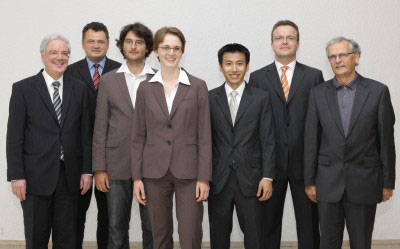 The winners of the Günther Leibfried Prize 2009 and the first well-wishers (from left to right): Achim Bachem (Chairman of the Board of Directors of Forschungszentrums Jülich), Sebastian Schmidt (Member of the Board of Directors), Christoph Möhl, Christina Schindler, Doan Binh Trieu, Jan Marienhagen, Ulrich Samm (Chairman of the Scientific and Technical Council)