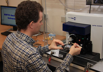 Senior Scientist, Dr Michael Noyong of RWTH Aachen using the new NanoInk DPN 5000 system