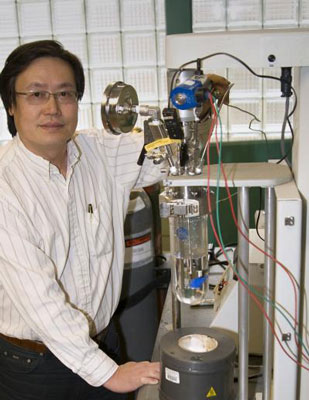 Andy Hong, a civil and environmental engineering professor at the University of Utah, used a chemical reactor similar to the one shown here to develop and test a new method for removing pollutants, including oil sheen, from water and in some cases soil.