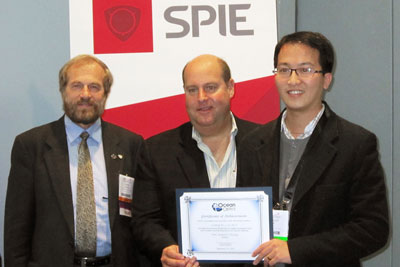 (L-R) Marek Osinski, Chairman Colloidal Quantum Dots for Biomedical Applications V of BiOS/Photonics West; Rob Randelman, President Ocean Optics; Cheng-An J. Lin, Ph.D., winner SPIE 2010 Young Investigator Award.