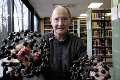 Wolfgang Krätschmer with models of two fullerenes or buckyballs