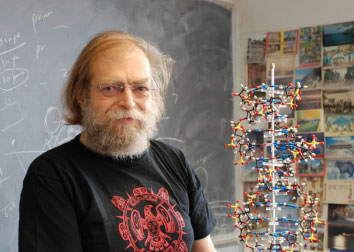New York University Chemist Nadrian Seeman has been awarded the 2010 Kavli Prize in Nanoscience for his creation of robotic devices that have the potential to create new materials a billionth of a meter in size.