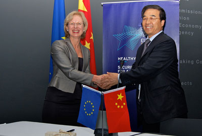 Elke Anklam, Director of JRC-IHCP and Huailin Li, President of the Chinese Academy of Inspection and Quarantine