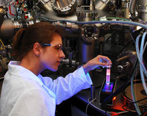 PhD student, Ewelina Kalwarczyk from the Institute of Physical Chemistry of the Polish Academy of Sciences with a sample in which fluorescent semiconductor nanoparcticles were separated