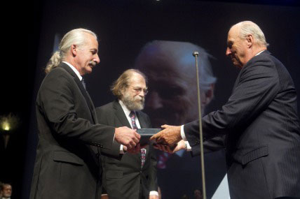 Donald Eigler of IBM's Almaden Research Centre and Nadrian Seeman of New York University receive the Kavli Prize in nanoscience from H.M. King Harald