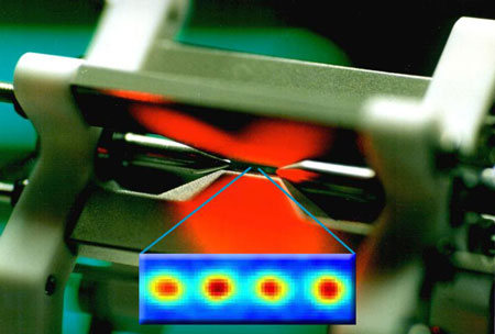 Innsbruck physicists exposed four entangled ions to a noisy environment