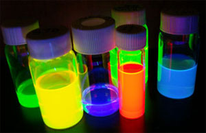How to solve a paradox: making quantum dots both bright and sensitive?