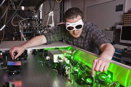 QUEST researcher adjusting a modern femtosecond laser system for the generation of nanostructures