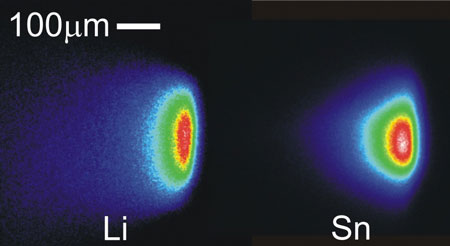 False-color images of the tin and lithium plasma plumes in EUV emission through a 7 to 15 nm filter, obtained under identical conditions