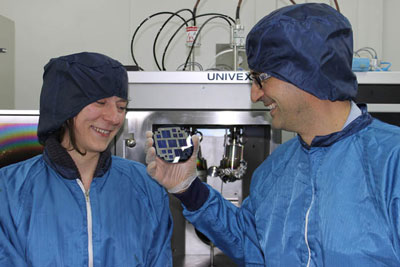 Pablo Ortega and Gema López, members of the UPC team responsible for developing the high-efficiency photovoltaic cells