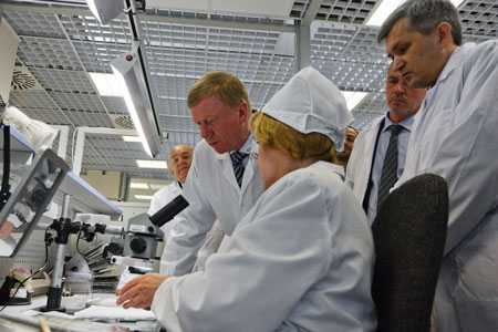 >Anatoly Chubais at the RMT's production site 	Anatoly Chubais on the RMT's production site
