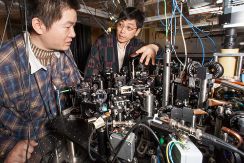 Graduate student Xibo Zhang (left) and Cheng Chin, associate professor in physics at UChicago