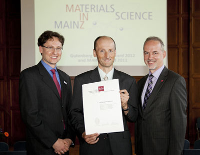 Professor Dr. Mathias Kläui, Director of the MAINZ Graduate School, Dr. Wolfgang Wernsdorfer, recipient of the Gutenberg Lecture Award 2012, and Professor Dr. Georg Krausch, President of Johannes Gutenberg University Mainz