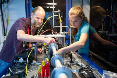Mike Toney and Johanna Nelson demonstrate the high-power transmission X-ray Microscope at SLAC's Stanford Synchrotron Radiation Lightsource