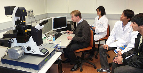 Leica specialist Dr Marko Lampe leading training sessions for the new microscope