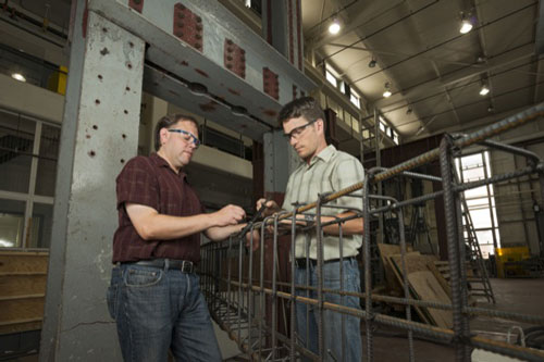 Erik Thostenson (left) and Thomas Schumacher in UD's Center for Composite Materials