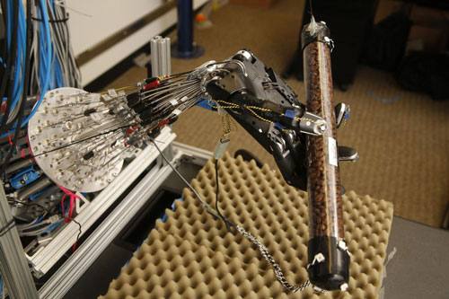 This 5-fingered robot hand learns to get a grip on its own (w/video)